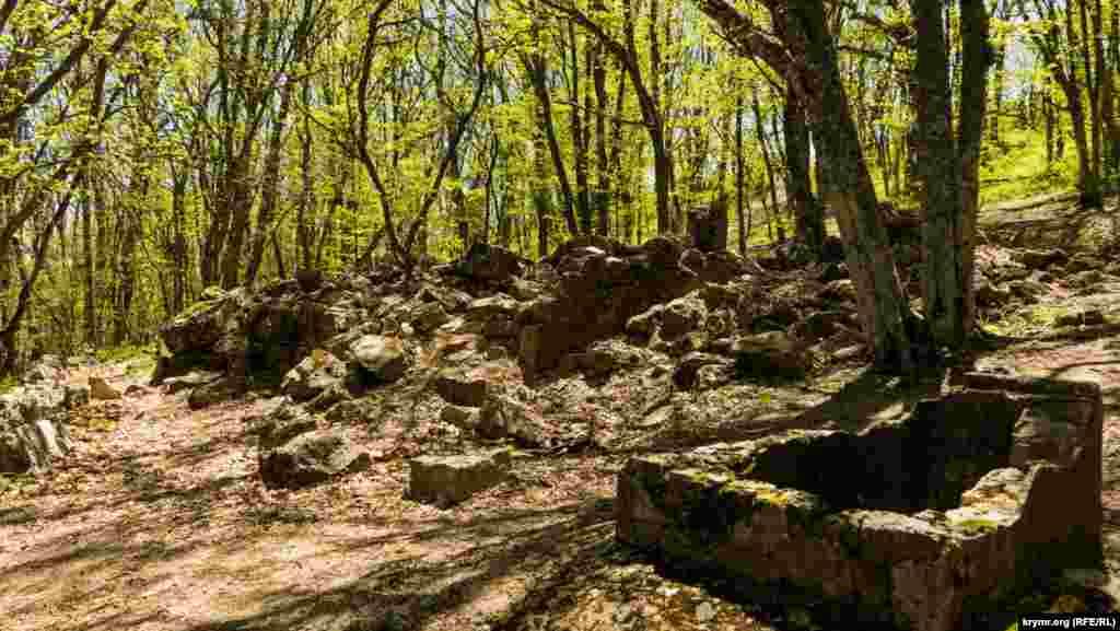 Развалины древнего храма Святого Ильи.