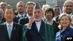 Хамид Карзай ооган өкмөтү баарын көзөмөлдөй алат деп ишендирүү аракетинде. Кабул, 20-июль, 2010-ж.