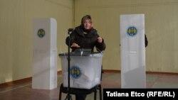 Під час голосування на одній з виборчих дільниць у Молдові, 24 лютого 2019 року