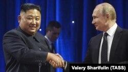 Зустріч Кім Чен Ина (п) і російського лідера Володимира Путіна, Владивосток, Росія, квітень 2019 року