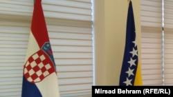 Zastave BiH i Hrvatske.