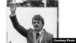 Олимпиада чемпиону Александр Реммович Мелентьев (1954-2015).