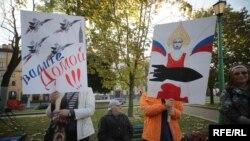 Акцыя пратэсту супраць расейскай вайсковай базы ў Беларусі на плошчы Свабоды, 4 кастрычніка 2015 году
