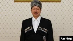 Ильхам Алиев в национальной одежде Карачаево-Черкессии
