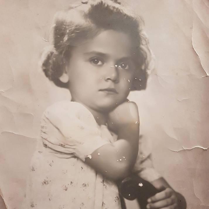 Jedna mamina slika iz tih teških vremena: Čačković Žužika 1943 godine u Zagrebu
