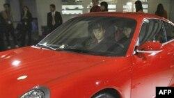 تیم برادی، ژانویه گذشته زمانی که با «پورشه مدل ۹۱۱ توربو» که ارزشی در حدود ۹۸ هزار پوند دارد، رانندگی می کرد دستگیر شد.