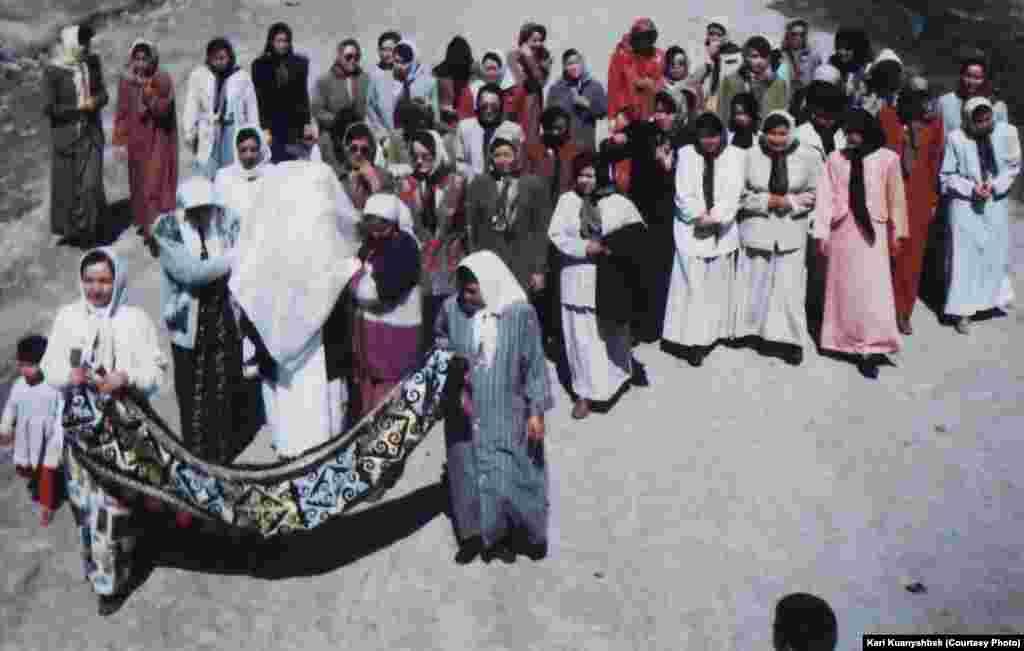 Қалындық. Иран, Бәндар Түркімен қаласы. 1998.