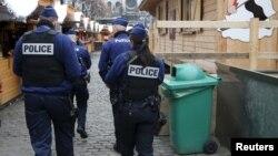 Бельгия -- Брюсселдин көчөсүндөгү полиция, 27-ноябрь, 2015.