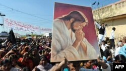 Pakistani Christians protest.