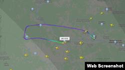 По данным сервиса Flight Radar, Boeing 737-8LJ вылетел из Сургута в 12:55 (мск), но потом развернулся и примерно в 14:15 (мск) экстренно сел в аэропорту Ханты-Мансийска