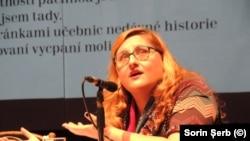 Miruna Vlada citind publicului din Brno