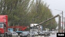 توفان های همراه با گردبادهای بزرگ در جنوب ايالات متحده آمريکا، طی دو روز سه شنبه و چهارشنبه دست کم ۴۸ نفر کشته و بيش از ۱۵۰ تن مجروح برجای گذاشت.