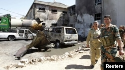 Սիրիացի զինվորները Դամասկոսում տեղի ունեցած պայթյունի վայրի մոտ, 15-ը օգոստոսի, 2012