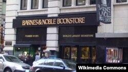 """""""Barnes and Noble""""in Nyu-Yorkda, Manhettendə kitab dükanı"""