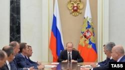 Orsýetiň prezidenti W.Putin Howpsuzlyk geňeşiniň maslahatyny geçirdi, Moskwa, 11-nji awgust 2016.