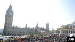 Одна из акций протеста на Парламентской площади, Лондон, 20 апреля 2009