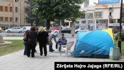 Protestuesit qëndruan në tenda për tri ditë.
