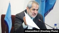 عباس جعفری دولتآبادی میگوید: دادستانی پیامکی برای خبرنگاران ارسال نکرده است