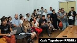 Поддержка адвоката Бауыржана Азанова его коллегами-адвокатами и гражданскими активистами. Алматы, 2 августа 2018 года.