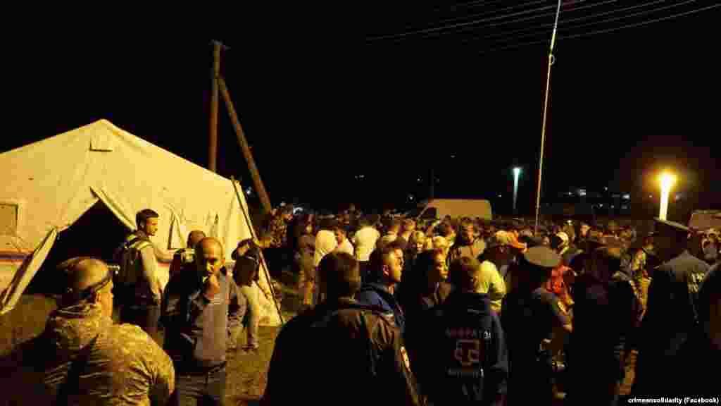 Позже на место поисков приехал отряд «Лиза Алерт» – российской волонтерской организации, которая занимается поиском пропавших без вести людей