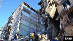 Пострадавший от взрыва дом в российском городе Магнитогорске.