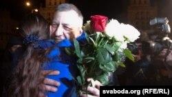 Освобожденный из тюрьмы оппозиционный политик Андрей Санников прибыл в Минск. 15 апреля 2012 года.