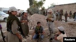 Borci Kurdistanske radničke stranke (PKK) učestvuju u borbi protiv militanata Islamske države, grad Makhmur, 9. avgust