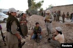 با نزدیک شدن شبهنظامیان افراطی داعش، نیروهای کرد نیز تمهیدات امنیتی را افزایش دادهاند