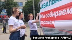 Navalny supporters campaign in the western city of Pskov on July 8.