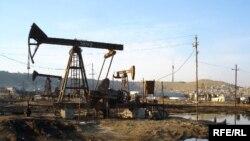 Balaxanı yaxınlığıdakı neft mədənləri