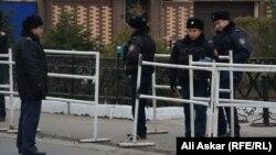 Полиция қызметкерлері (Көрнекі сурет).