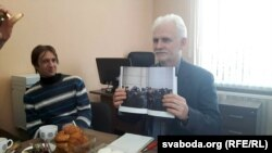 Алесь Бяляцкі прэзэнтуе кнігу