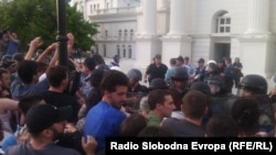 Протестите пред Влада на 5 мај.