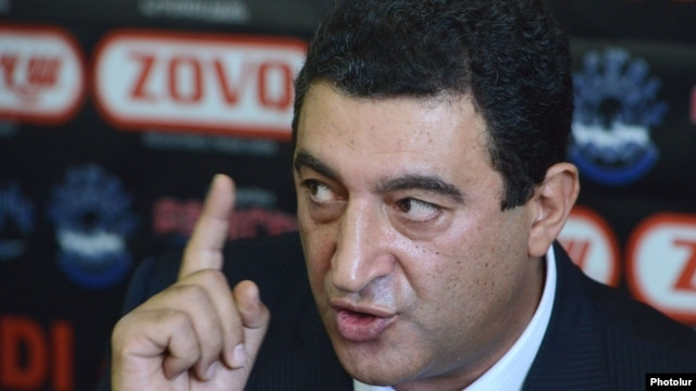 Armenia - Former Environment Minister Vartan Ayvazian at a news conference in Yerevan, 17Sep2012.