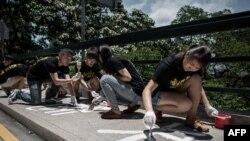 Tələbələr 1989-cu il Tiananmen Meydanı hadisələrini anırlar, 2015