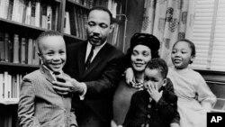 Мартин Лютер Кинг үй-бүлөсү менен. 1963-жыл.