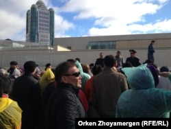 На акции протеста «ипотечников». Астана, 1 октября 2013 года.