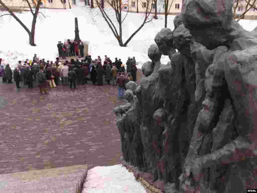 """2 сакавіка, аўторак - На менскай """"Яме"""" ўшанавалі памяць ахвяраў габрэйскага пагрому."""