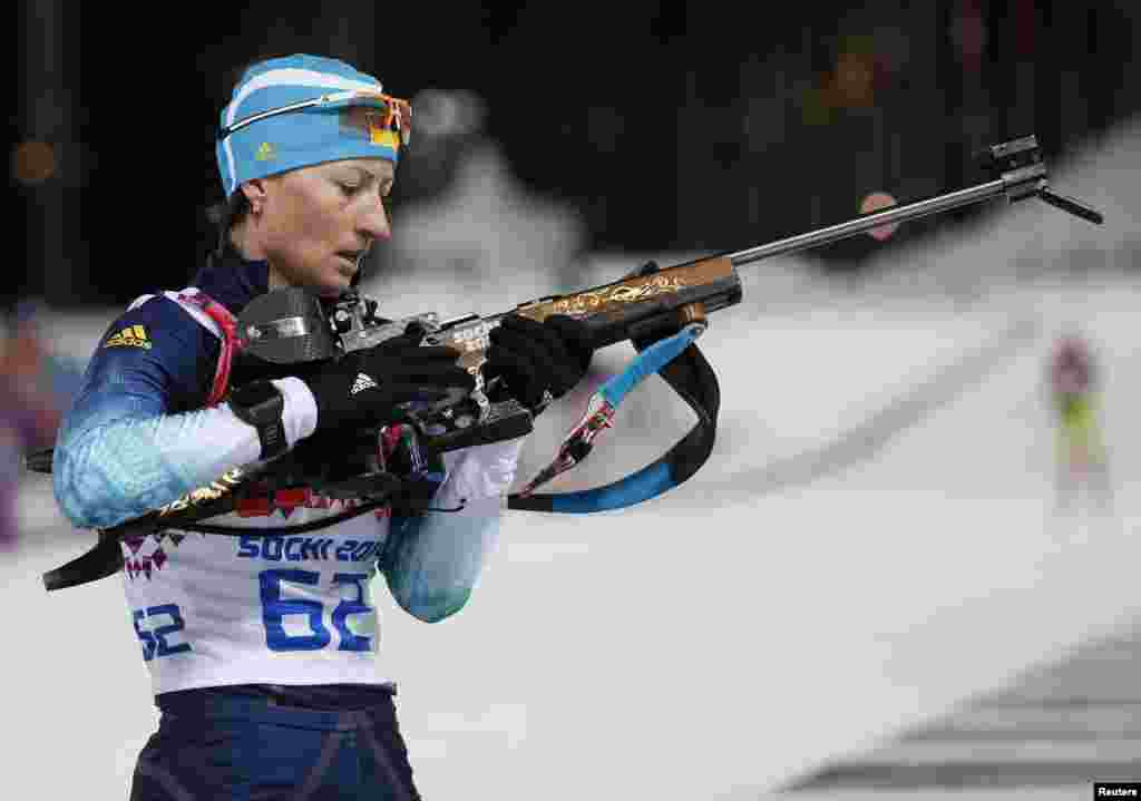 Біатлоністка Віта Семеренко під час змагань зі спринту на 7,5 км, які принесуть їй бронзову медаль – першу олімпійську медаль команди України