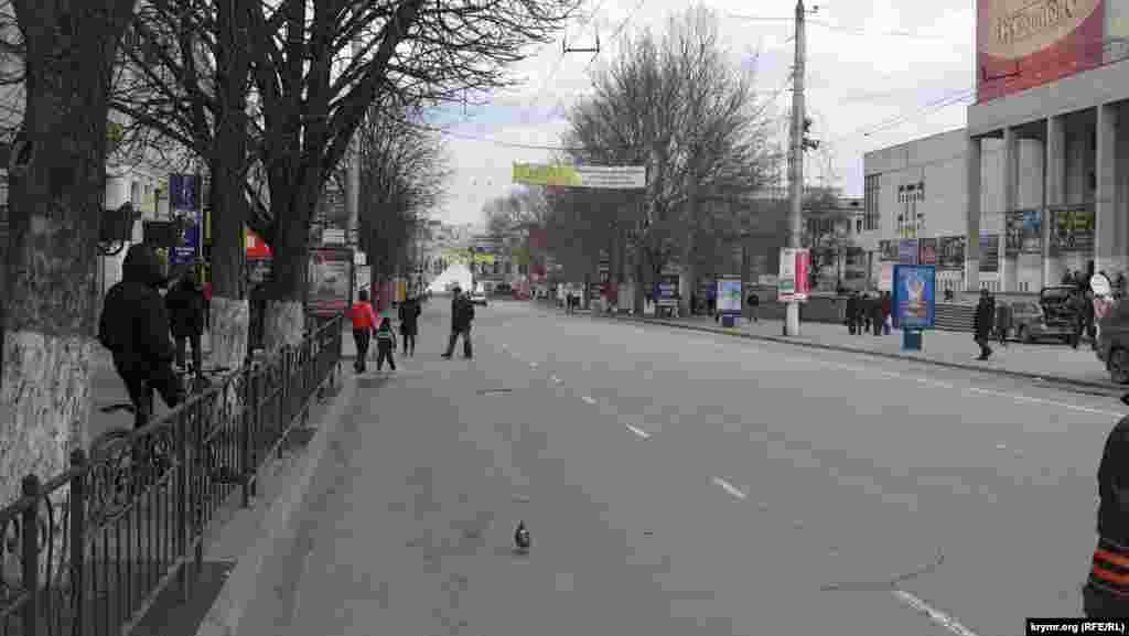 Проспектом Кірова рух перекритий. Пропускають поодинокі автівки.