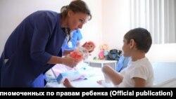 Аиша Ажигова с Уполномоченной при президента РФ по правам ребенка Анной Кузнецовой