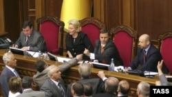 Из-за ультимативной позиции социалистов, претендующих на пост спикера Верховной рады, Роман Бессмертный вчера заявил, что «Наша Украина» начинает переговоры со всеми победителями выборов