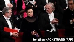 Австрийский писатель Петер Хандке (справа) среди других лауреатов.