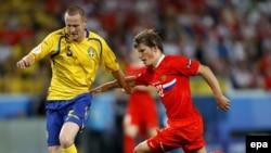 Андрей Аршавин (аз рост) аз дастаи Русия, ки дар EURO-2008 беҳтарин ҳуҷумкунандаи пеш шинохта шуд