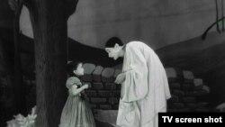 """Кадр из фильма """"Дети райка"""""""