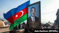 Похороны ветерана войны в Карабахе Заура Ахмадова, погибшего в результате акта самосожжения в Баку.