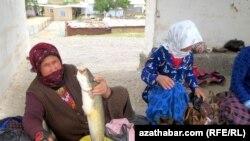 Уличные торговцы рыбой