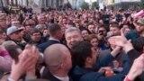 Кілька тисяч людей прийшли до Порошенка на Банкову (відео)
