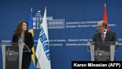 Armenian Foreign Minister Ara Ayvazian and Sweden's visiting Foreign Minister and OSCE Chairperson-in-Office Ann Linde during their joint news conference in Yerevan on March 16, 2021