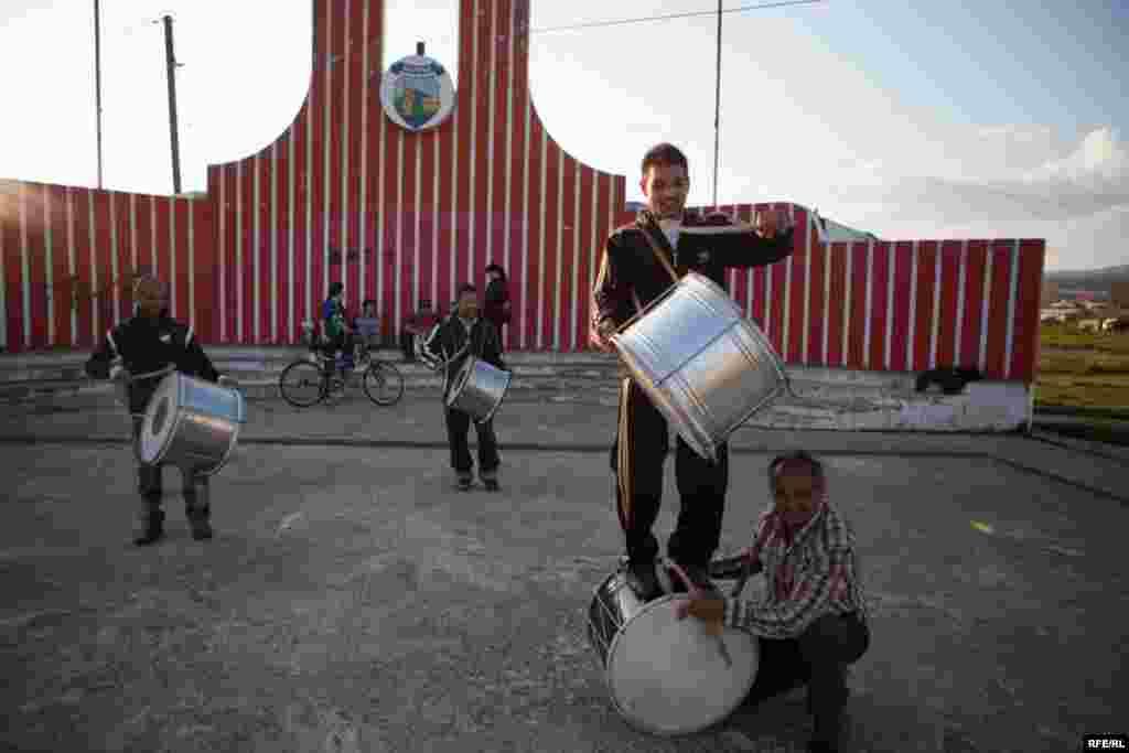 The Drummers Of Macedonia's Semka Band #18